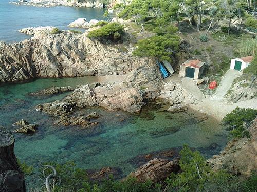 En Cala Canyers encontramos dos antiguas casetas de pescadores