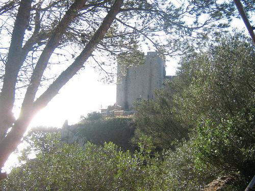Torre de defensa de Sant Sebastià, en el cabo de Sant Sebastià,  la cual se puede visitar