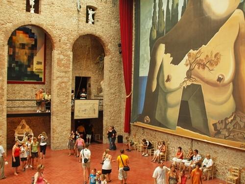 Antiguo escenario del Teatro-Museo Dalí, en Figueres, Costa Brava