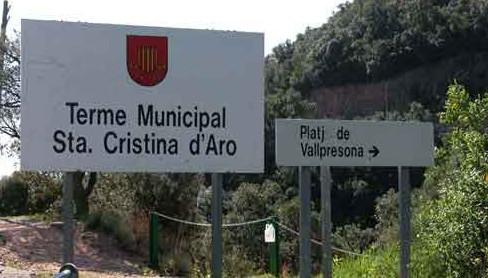 Panel indicativo, junto a la carretera entre Tossa y Sant Feliu, que indica Cala Vallpresona