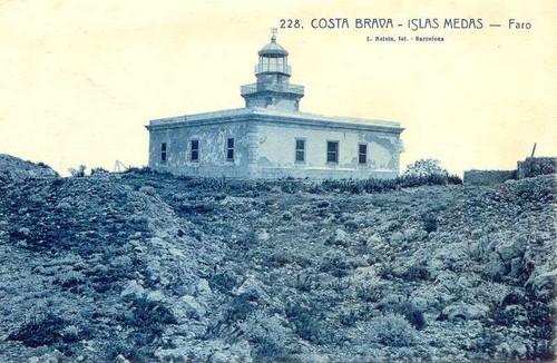 Fotografía antigua que nos muestra el Faro de las Islas Medas, en la Costa Brava