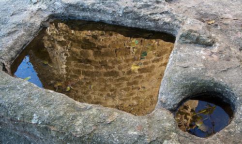 Tumba visigótica encontrada bajo la Torre de las Horas, en Pals, Girona, Costa Brava
