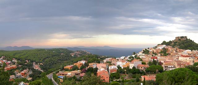 Imagen panorámica obtenida desde el Castillo de Begur, en Girona