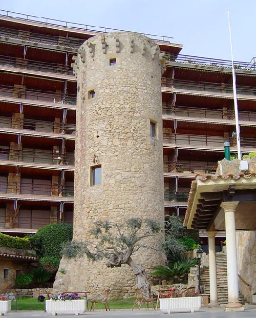Imagen de la Torre Valentina tomada desde el camino de ronda