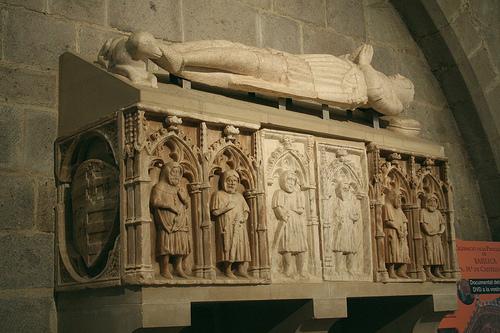 Tumba real en la Basílica Santa Maria