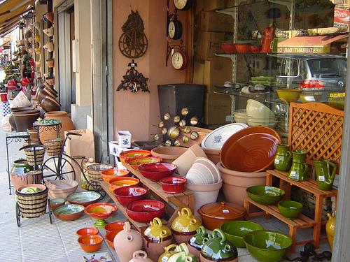 Establecimiento de cerámica artesanal en la calle de l'Aigüeta, en la Bisbal d'Empordà