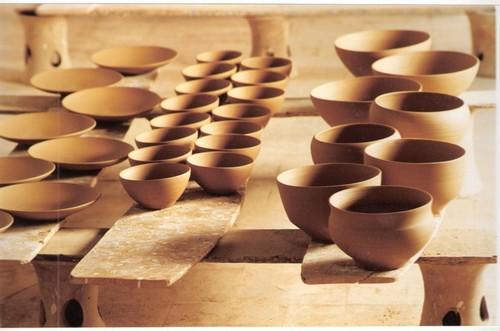 Ejemplos de productos de cerámica en la Bisbal elaborados mediante la técnica de pisa