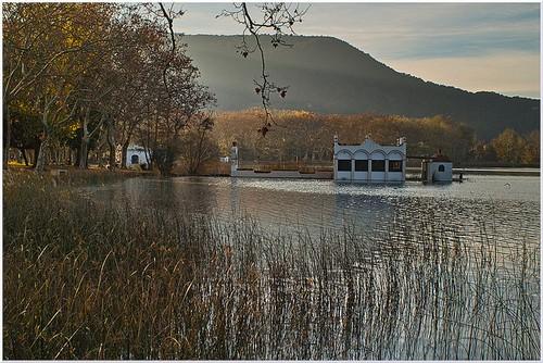 Antigua casa de pesca junto al lago Banyoles