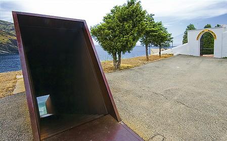 El monumento a Walter Benjamin se encuentra junto al cementerio de Portbou