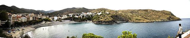 Panorámica de la bahía en la que se encuentra Portbou, Girona, Costa Brava