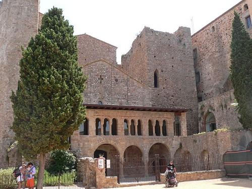 Fachada del Monasterio de Porta Ferrada, en Sant Feliu de Guíxols, Girona, Costa Brava