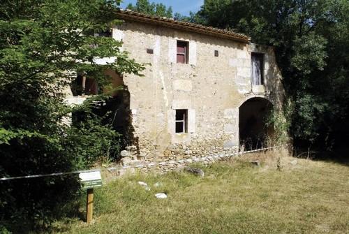 Masía Casa Nova, hoy abandonada, al sur de la ruta de Soldados de Salamania, Palol, de Revardit, Costa Brava