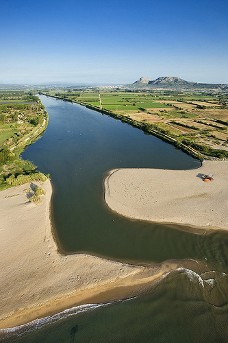 Punto exacto de la desembocadura del río Ter, que forma lagunas y un curioso paisaje
