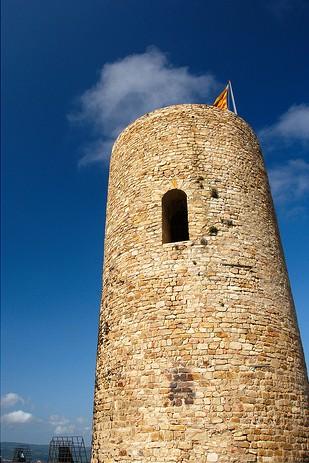 La Torre de Sant Joan, en Blanes, testimonio de la antigua defensa costera contra la piratería