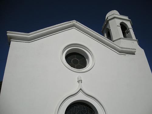La ermita de Sant Joan, originaria del s. XIII, fue construida fuera del recinto por falta de espacio