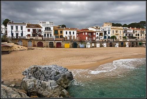 La roca denominada la Trona, situada a la izquierda de la playa del Canadell
