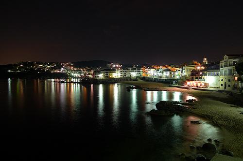 La noche en el Canadell se tiñe de una atmósfera especial. Es el momento de un ron cremat.