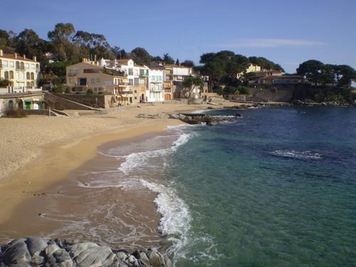 La playa del Canadell forma un pequeño núcleo centenario de pescadores
