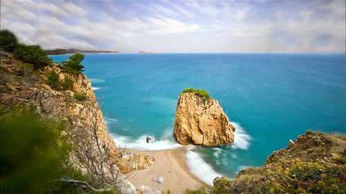 Imagen de la Illa Roja tomada desde el camino de ronda entre la playa de Pals y Sa Riera