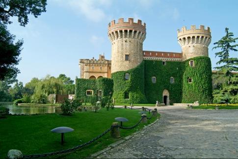El Castillo de Peralada, a pocos kilómetros de Figueres