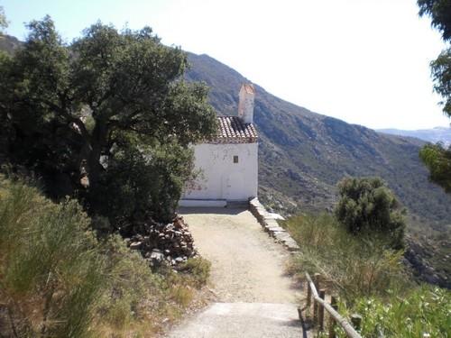 Camino que lleva hasta la iglesia de Sant Onofre desde el mirador de Mas Ventós