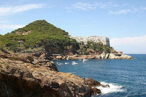 La cala de Aiguafreda y, al fondo, Cap Sa Sal, también en Begur