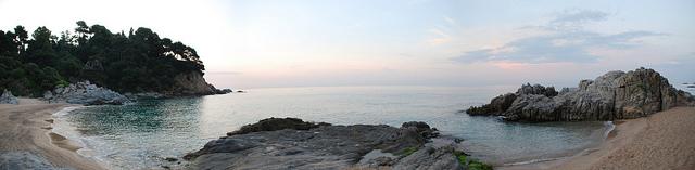 Panorámica de la Cala Boadella, en Lloret de Mar, junto a los jardines de Santa Clotilde