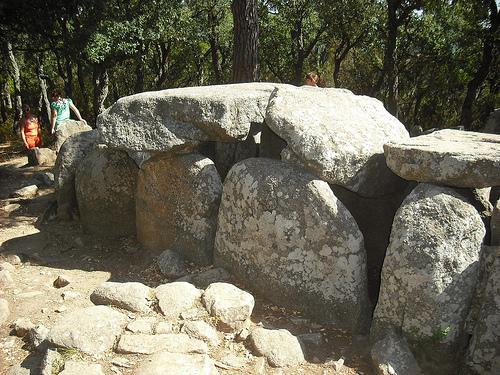 Sepulcro de la Cova d'en Daina, en Romanyà de la Selva