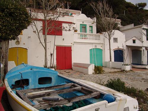 Las pintorescas casitas de pescadores de Cala S'Alguer son un testimonio de su pasado marinero