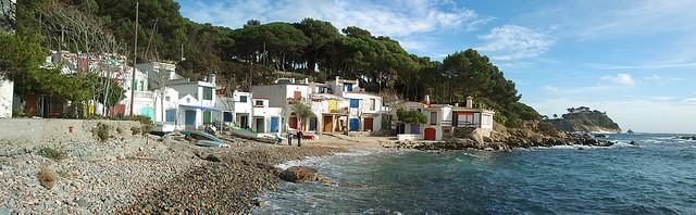 La Cala S'Alguer se encuentra a pocos centenares de metros de otra famosa cala de Palamós: la Fosca