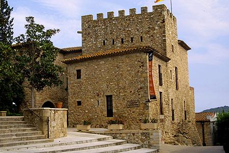 El Castillo de Benedormiens, cerca de Platja d'Aro, ha sido excelentemente restaurado