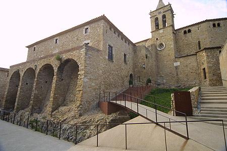 Entrada al Castell de Benedormiens, en la Costa Brava