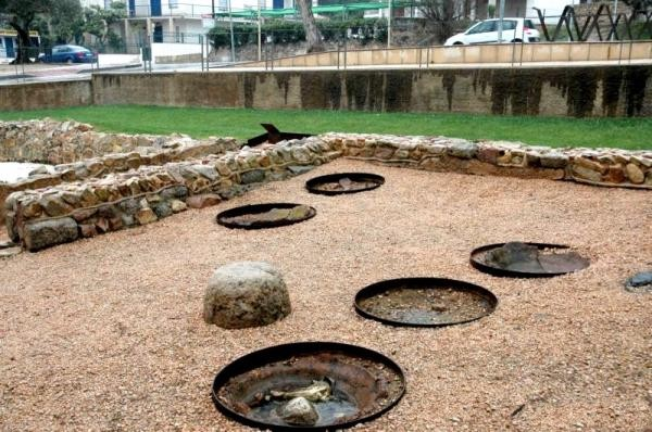 En la villa Pla de Palol se conservan los restos de las tinajas donde se almaceban los productos
