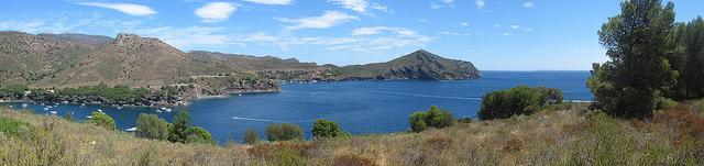 Excelente panorámica de Cala Jóncols, que muestra toda su belleza paisajística