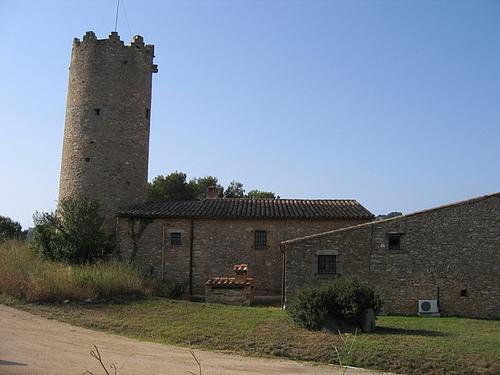 El Mas Pinc tiene anexa una torre de defensa original del siglo XVII