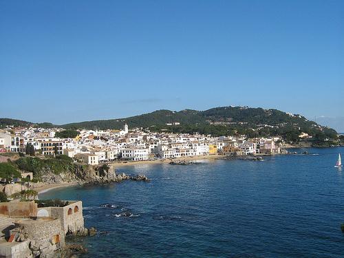 Vista panoramica de Port Bo, junto a las otras playas de Calella, como el Canadell