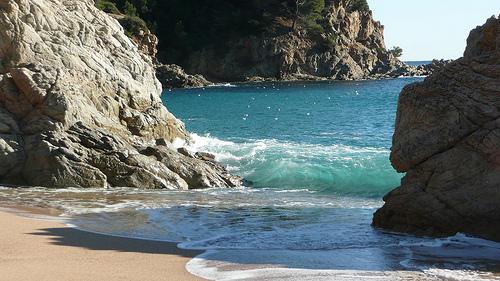 Entre ambas rocas existe un espacio perfecto para practicar el snorkel