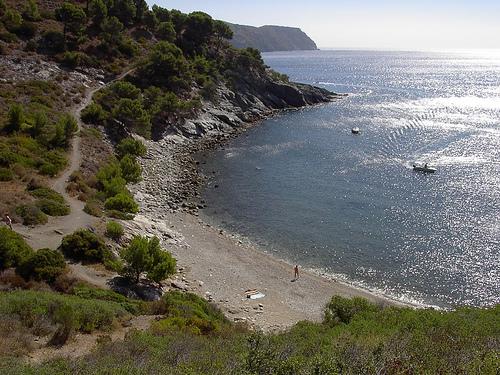 La Cala Murtra, junto a la carretera que lleva a Cala Montjoi, en Roses, Girona, Costa Brava