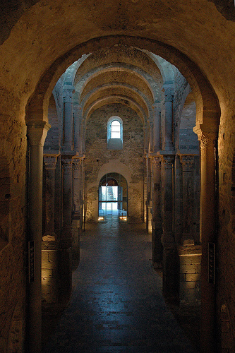 Nave central del monasterio de Sant Pere de Rodes (San Pedro de Rodas)