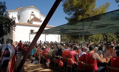 Imagen del banquete que cada 24 de julio se celebra junto a la ermita de Santa Cristina, Lloret de Mar