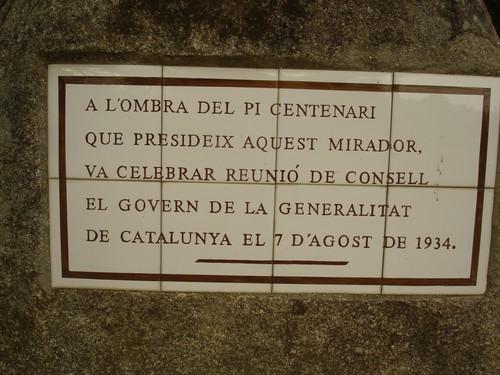 Placa conmemorativa del consejo de gobierno que la Generalitat celebró en la ermita en 1934