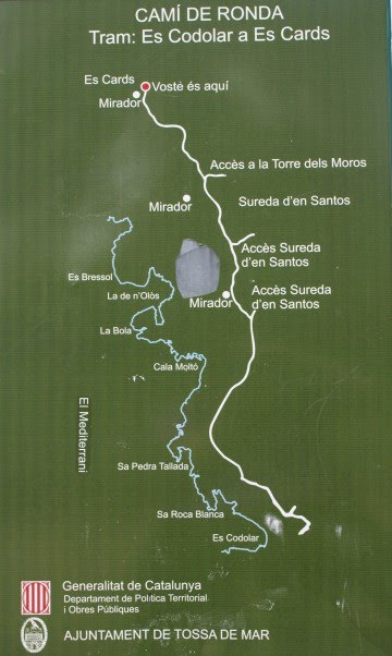Panel sobre el camino de ronda de es Cards, que parte desde la Cala es Codolar, en dirección a Lloret de Mar