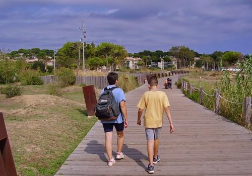 El camino de ronda que atraviesa la playa de Sant Pol nos permite observar de cerca sus dunas
