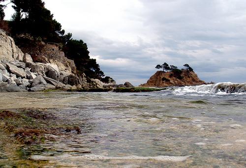 Las aguas de la Cala Belladona son limpias y transparentes, de una excelente calidad