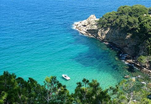 La Cala Futadera es un paraíso virgen situado entre Tossa de Mar y Sant Feliu
