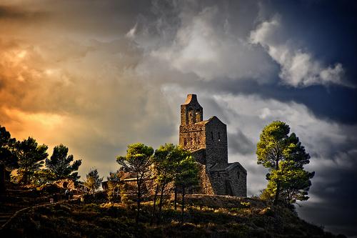 Se ha revelado la existencia de un cementerio bajo la iglesia de Santa Helena de Rodes