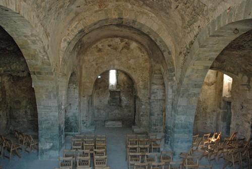 Nave interior de la iglesia de de Santa Helena de Rodes, Girona, Costa Brava