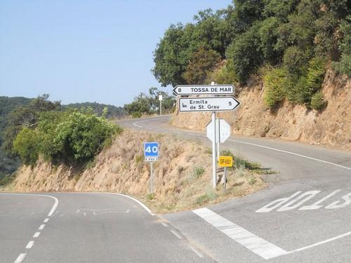 Este panel indicativo, pasada la Cala Salionç, en dirección a Sant Feliu, nos indica la ruta hacia la ermita de Sant Grau d'Ardenya