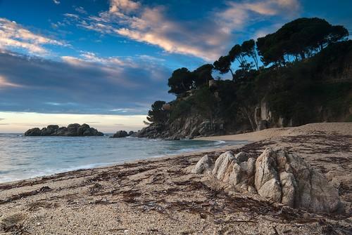 La mayor parte de la Cala Belladona es arena, aunque se encuentran algunas pequeñas rocas