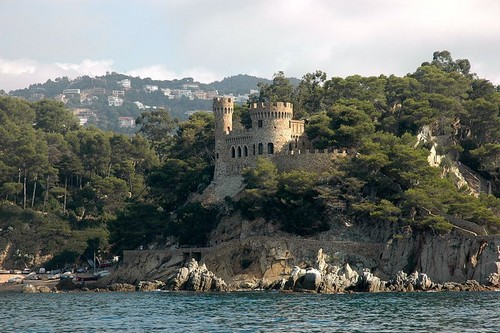 El Castillo d'en Plaja, encima de Sa Caleta y de propiedad privada, es ya un emblema de la cala y del propio Lloret de Mar